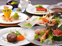 旬の鮮魚のお造りや牛フィレステーキなど和洋を融合させたコース料理で、伊豆近郊の山海の幸の魅力を味わう