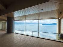 【2018年4月OPENスパリウムニシキ】内湯には大きな窓から太平洋を一望!海が目の前に広がっている感覚です