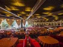 【メインダイニング錦】毎晩ショーを開催するシアターレストランでは和洋折衷コースをご用意