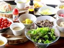 朝食:健康は野菜から♪サラダに福井名物越のルビーのドレッシングをどうぞ