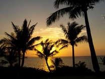 沖縄で唯一の透明度を誇るムーンビーチの夕日