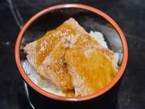 【朝食ビュッフェ】焼きたてのステーキでオリジナル丼!