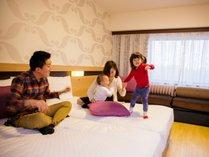 フローリングのお部屋はご家族連れにピッタリです。(イーストウィングファミリールーム)