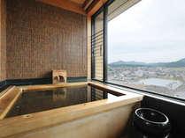 「展望温泉付客室」タワー館最上階の展望温泉付客室。ご滞在中は入り放題!