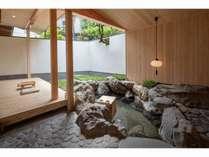 「笹の間」花鳥苑の24時間入り放題の露天風呂付和室。源泉かけ流しです。