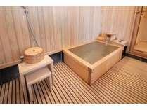 「桃の間」檜づくりの内風呂