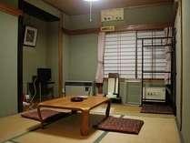 古いながらに歴史を感じる温泉場風情漂う客室