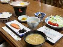 陶板焼きの目玉焼きや焼き魚、お煮物など元気になる朝ごはん!