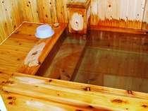 2か所の檜風呂は24時間何度でも貸切でご利用いただけます。