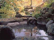 紅葉露天も愉しめる♪夜通し入浴可♪自然に包まれ満たされる、源泉かけ流しの野天風呂☆彡