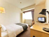 シングルルーム客室15平米 ベッド200cm(縦)114cm(横)
