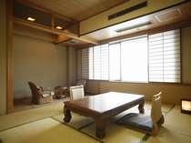 バストイレ付の10畳和室、夏の朝は海から朝日が昇る最高の眺め