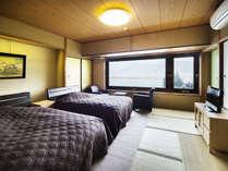 海側ツインルームは和室にセミダブルベットを2台配置した禁煙のお部屋です。
