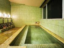 広々とした人気の貸切風呂。先着順ですのでご予約をオススメします。
