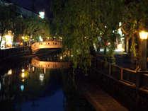 城崎温泉、夜の大谿川沿いもまた格別