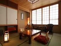 館内は和モダン、お部屋は心落ち着く純和室(10畳一例)