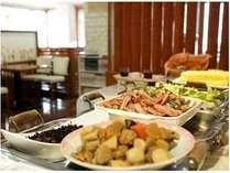 朝食は、1階レストラン「太陽のカフェ」にて和洋食ブッフェをご用意しております。営業時間 AM6:30~9:00