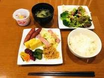 和食例(メニューは日によって変更がございます)朝食は、1階レストランにて和洋食ブッフェとなっております