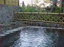 大浴場隣接のお肌がツルツルになる天然温泉露天風呂 涼風が心地良い