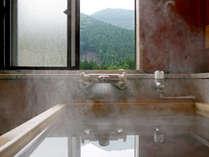 【水涌館】檜風呂付き客室 檜風呂はお部屋によって眺めが変わります。