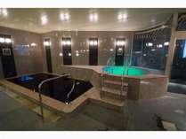 天然黒湯温泉を源泉掛け流しでご堪能頂ける大浴場