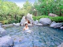 泉湯「開華乃湯」の露天風呂~開放感あふれる庭園造り。見上げれば星空が広がる星見露天~