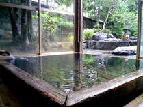 ■檜の内湯■露天風呂に併設された檜を使った内湯。22時に男女入替え致します。