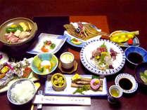 ■お料理一例■食材の宝庫山陰の、地元の港や山で獲れた旬の味覚を使った会席料理をご堪能下さい。