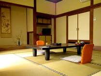 ■和室一例■どのお部屋からも庭園がご覧いただけます。ゆっくり時間が流れるひと時をお愉しみ下さい。