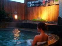 【貸切露天】月光の湯。家族でゆったりはいることが出来る広めの露天風呂