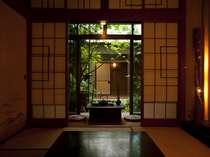 【1階の和室】庭園を眺めながら非日常の空間を・・・