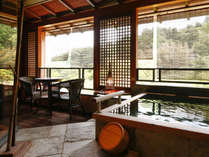 【Gタイプ:漱石】露天風呂で心身共にリラックスした後に、傍らにあるデッキスペースでひと休み♪