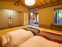【Cタイプ】露天風呂付の客室でベッドタイプ。色畳も各部屋の設えに合わせて。