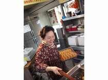 歌舞伎役者さん御用達♪平岡精肉店のコロッケ!美味しさアップさせるのはおかあちゃんのこの笑顔