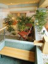 展望風呂付客室限定。石造りの『けまり』