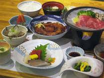 *夕食一例/季節の会席料理。メインは国産牛の陶板焼き