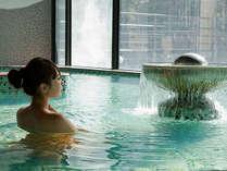*大芝荘より徒歩5分。人気の日帰り入浴施設「大芝の湯」。宿泊の方は当日入浴券でご利用可能(木曜定休)。