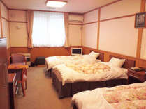 *洋室 トリプル客室一例/ふかふかで寝心地のいいベッドで疲れを癒してください♪