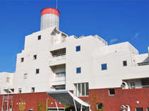 【外観】大阪湾を見渡せる高台に位置したリゾートホテル