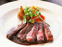 【夕食一例:またたきプラン】肉料理(牛肉のステーキ)