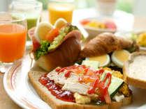 テラスカフェの朝食『3sブレックファスト』。サラダ・スープ・サンドイッチなどを召し上がれ