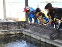 鳴門鯛などの高級魚が泳ぐ釣堀で、釣り体験♪釣り上げた魚はランチやディナーで召し上がれ♪