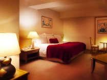 44平米のお部屋に2200×2050のベッドを入室。ゆったりお寛ぎいただけます。