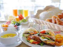 お好みのパンに好きな食材をはさんで、あなただけのオリジナルサンドイッチを作っちゃおう♪3S breakfast