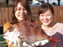 高級魚が釣れるんだって?!噂を聞きつけて釣り堀へ…おおきな鯛がホント釣れちゃった!!!