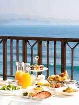 スイートルーム限定のおもてなし☆キラキラ海を眺めながら優雅にルームサービスの朝食を♪