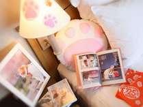 にゃらんDVD、肉球クッション、ポスター、本、にゃらんからの手紙など、あちこちににゃらんが潜んでる☆