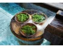 展望風呂はハーブの湯や柑橘の湯など季節に応じでお楽しみ頂けます