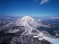 磐梯山斜面からのダウンヒルは、猪苗代湖の絶景を眺望しながらの爽快感!