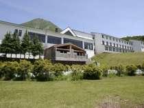 磐梯山麓に位置するグランドサンピア猪苗代リゾートホテル